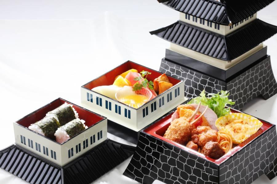 お城三段のお子様ランチ「わらべ」 ¥1,500(税サ込)