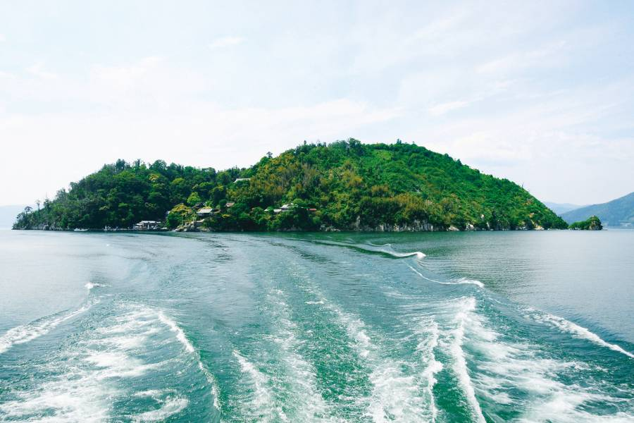 竹生島(ちくぶしま)