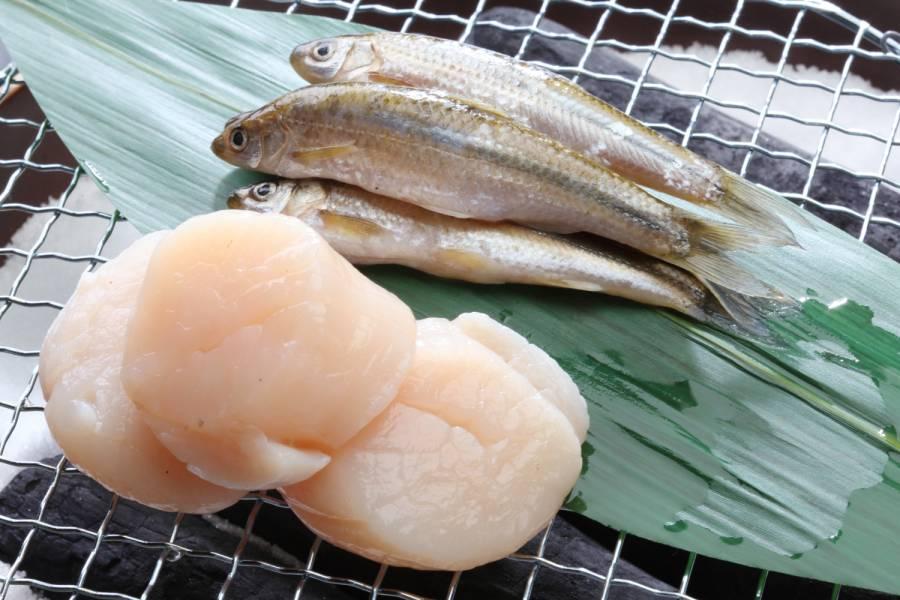 帆立貝と季節の湖魚の炭火焼き
