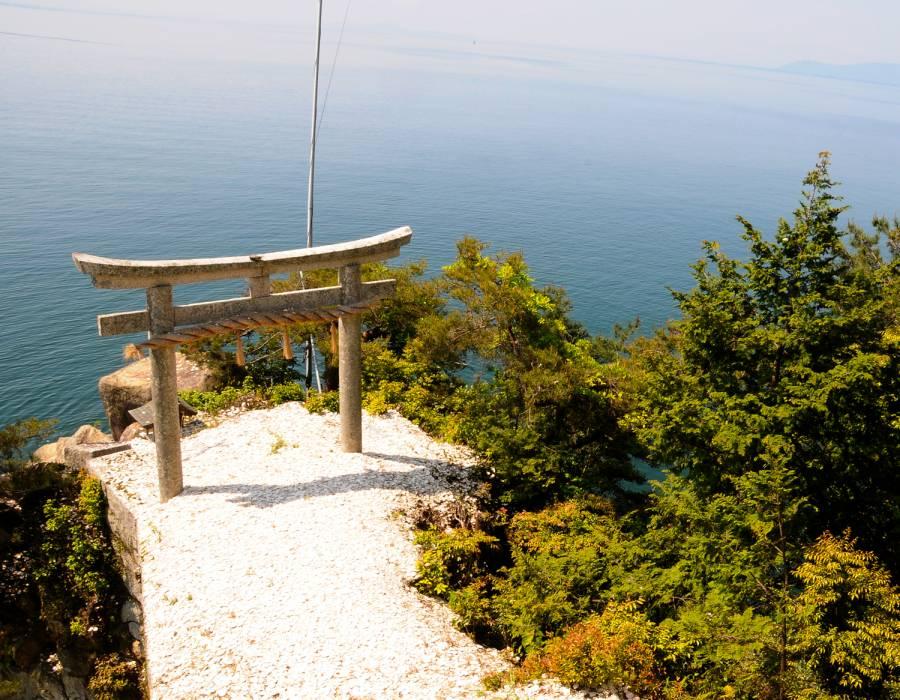 竹生島(長浜・米原を楽しむ観光情報サイトより)